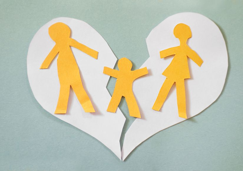 29493362 - paper cutout family split apart on a paper heart - divorce concept